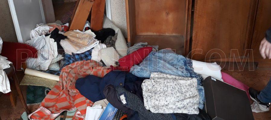 Товарен камион изхвърля мебели в Русе