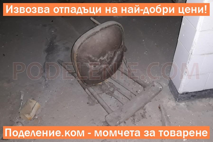 Бригадата изхвърля мебели от апартамент Силистра